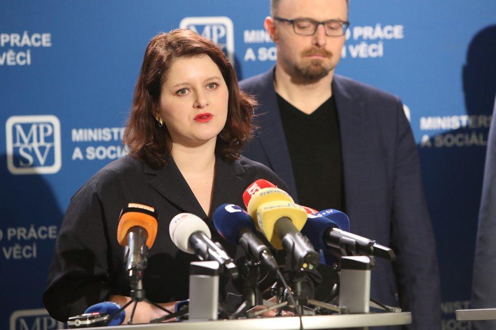 Tisková konference šéfky Ministerstva práce a sociálních věcí Jany Maláčové (ČSSD) kvůli příspěvkům, které by stát mohl poskytnout postiženým dopady opatření proti šíření koronaviru (11. 3. 2020)