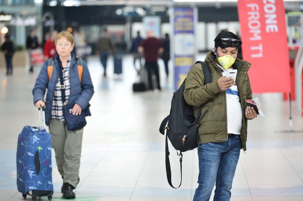 Takto vypadal provoz na pražském letišti před tím, než začal platit zákaz cestování z a do ČR.