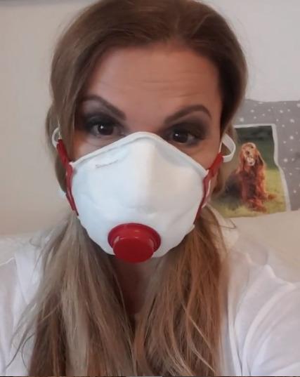 Yvetta Blanarovičová s respirátorem