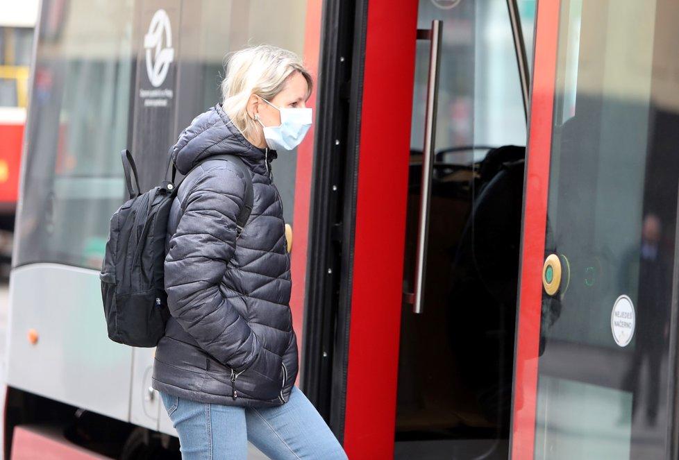 V úterý 17. března 2020 začalo platit nařízení primátora - do pražské MHD vstup bez roušky zakázán.