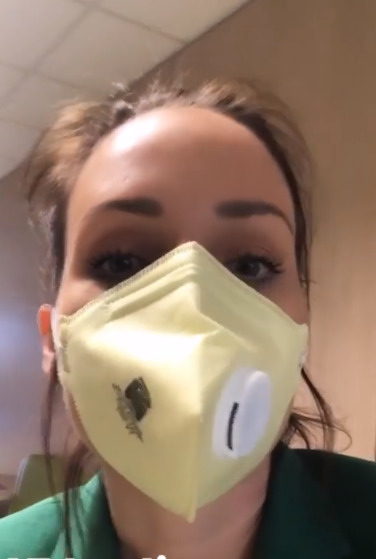 Veronika Arichteva s respirátorem