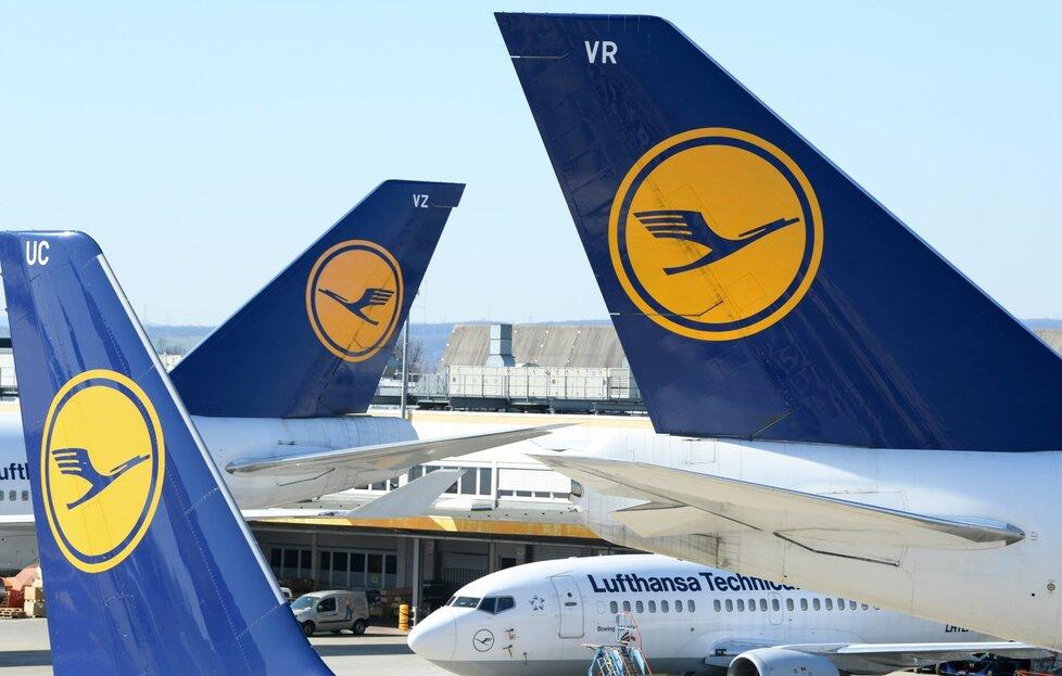 Pandemie koronaviru zasadila drtivou ránu aerolinkám, které musely uzemnit tisíce letadel.