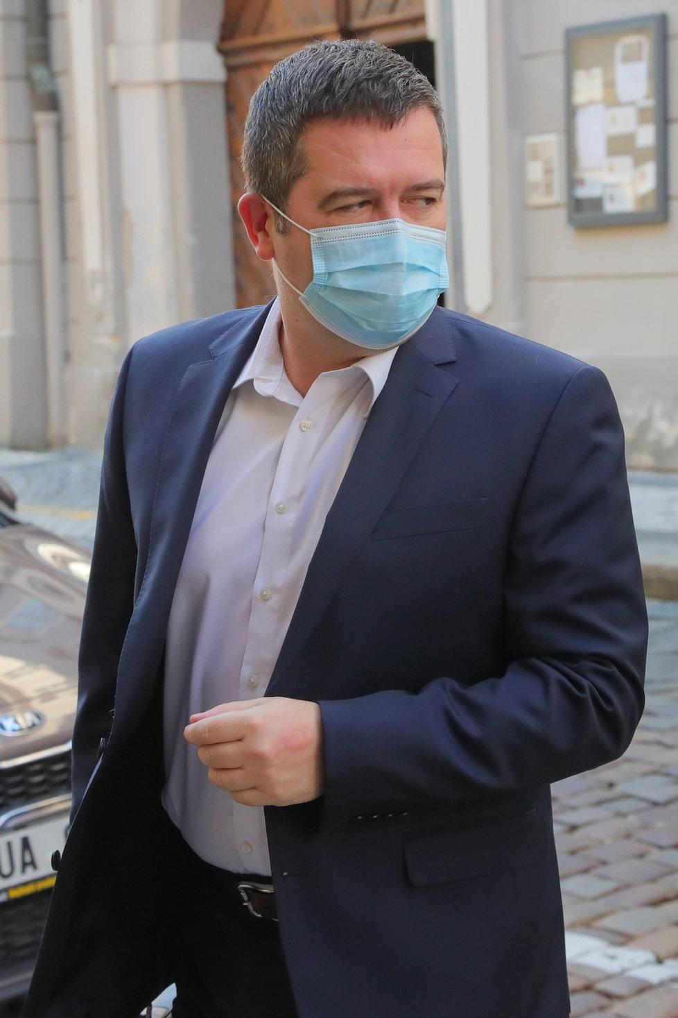Sněmovna v rouškách: Vicepremiér a šéf ČSSD Jan Hamáček (24.3.2020)