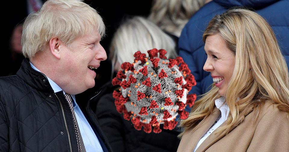 Premiér Johnson má koronavirus, těhotná Symondsková se vystěhovala z Downing street.