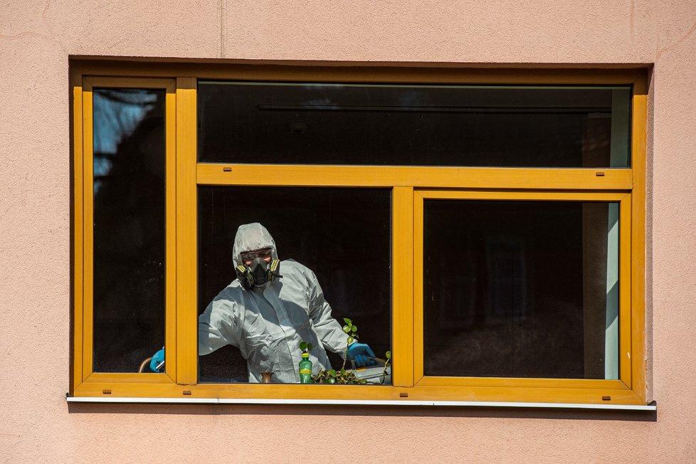 Koronavirus v domově pro seniory v Liberci na Františkově (28. 3. 2020)