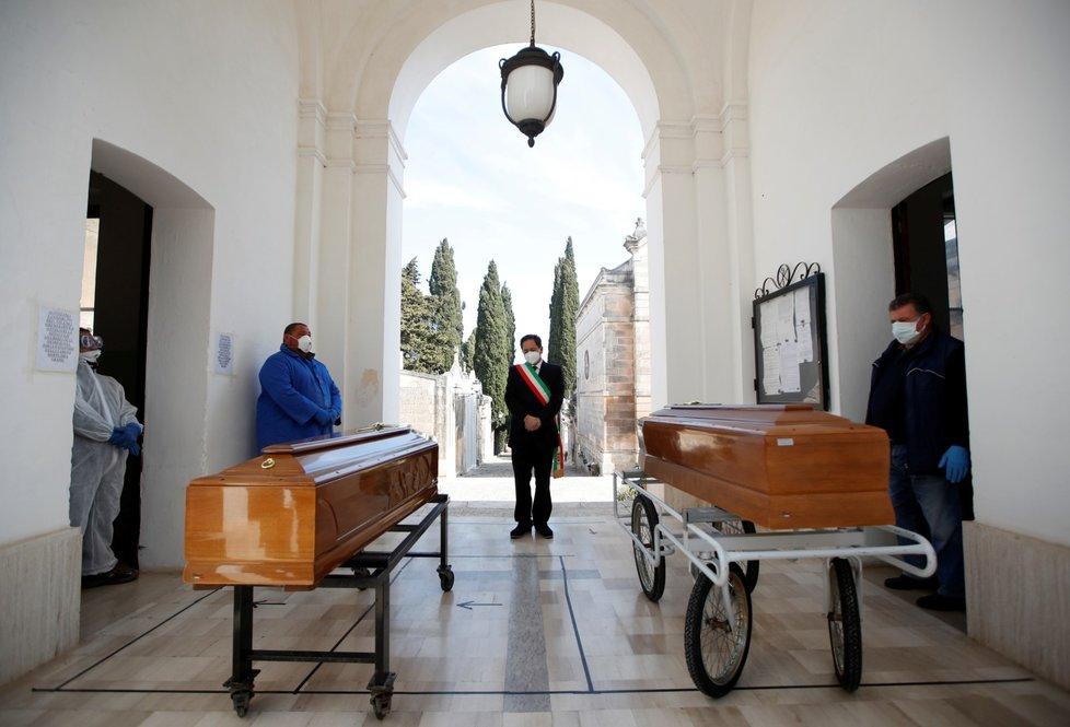 Loučení s oběťmi koronaviru v Itálii. (30.3.2020)
