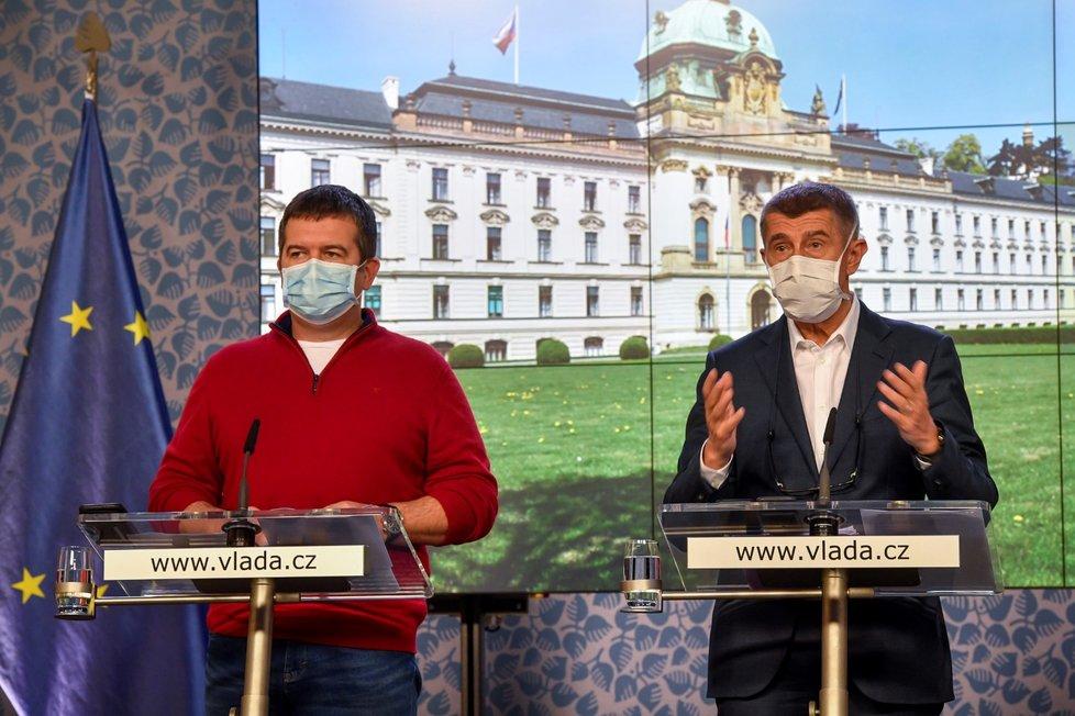 Vícepremiér Jan Hamáček (ČSSD) a premiér Andrej Babiš (ANO) na jednání vlády (30.3.2020)