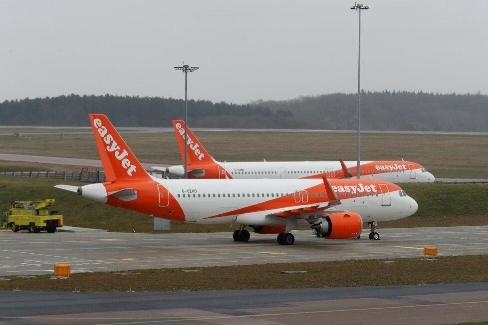 Svá letadla uzemní nejméně do konce května také nízkonákladová společnost Easy Jet.