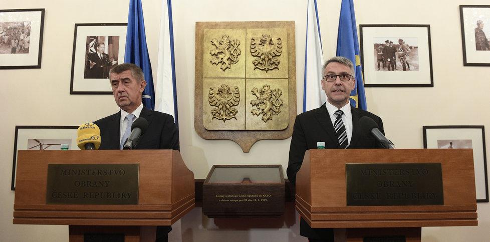 Premiér Andrej Babiš (ANO) a ministr obrany Lubomír Metnar (za ANO; 28. 6. 2020)