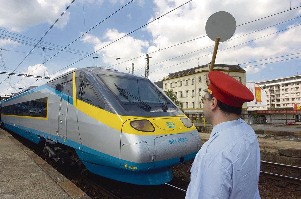 Za půlhodinové zpoždění pendolina dostane každý cestující od 20. září 100 Kč.