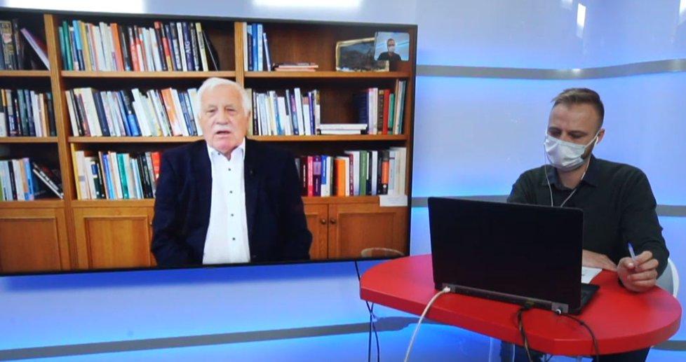 Bývalý prezident Václav Klaus v Epicentru Blesk Zpráv a moderátor Jakub Veinlich (7. 4. 2020)