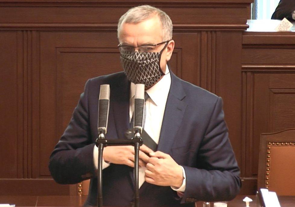 Sněmovna o koronaviru: Kalouska opět pozlobil telefon. Mluvil o rozšířených kompetencích ČNB (8. 4. 2020)