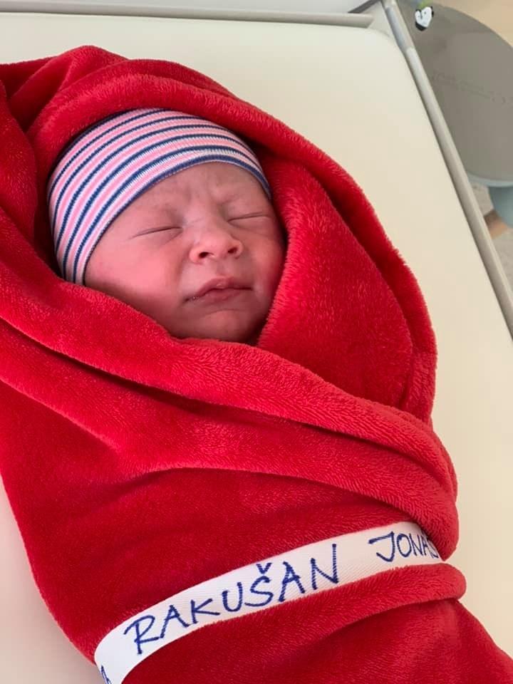 Šéf STAN Vít Rakušan má třetí dítě, syna Jonáše (12.4.2020)