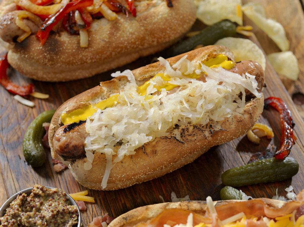 Kysané zelí se také hodí při přípravě hot dogu. Vybírejte však co nejkvalitnější uzeninu!