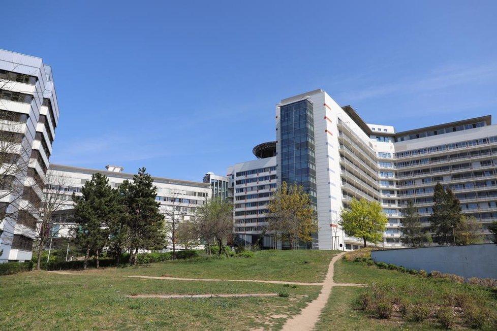 Fakultní nemocnice v Motole, na snímcích ze 17. dubna 2020.