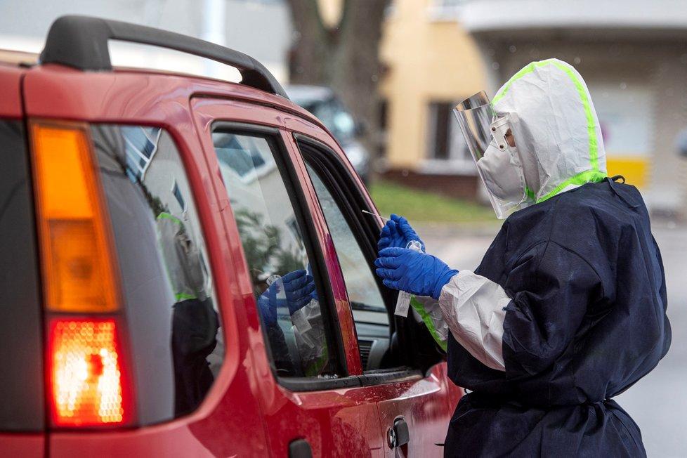 Odběr vzorků na koronavirus v Česku