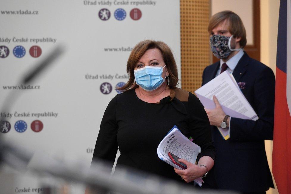 Ministryně financí Alena Schillerová (za ANO) na tiskové konferenci po jednání vlády (20.4.2020)