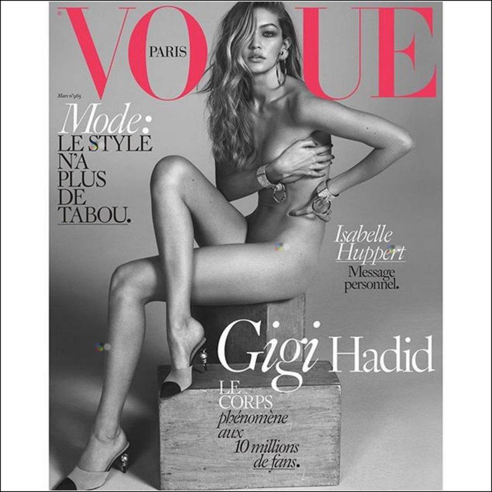 Nahé tělo ukázala modelka Gigi Hadid na titulní straně Vogue Paris.