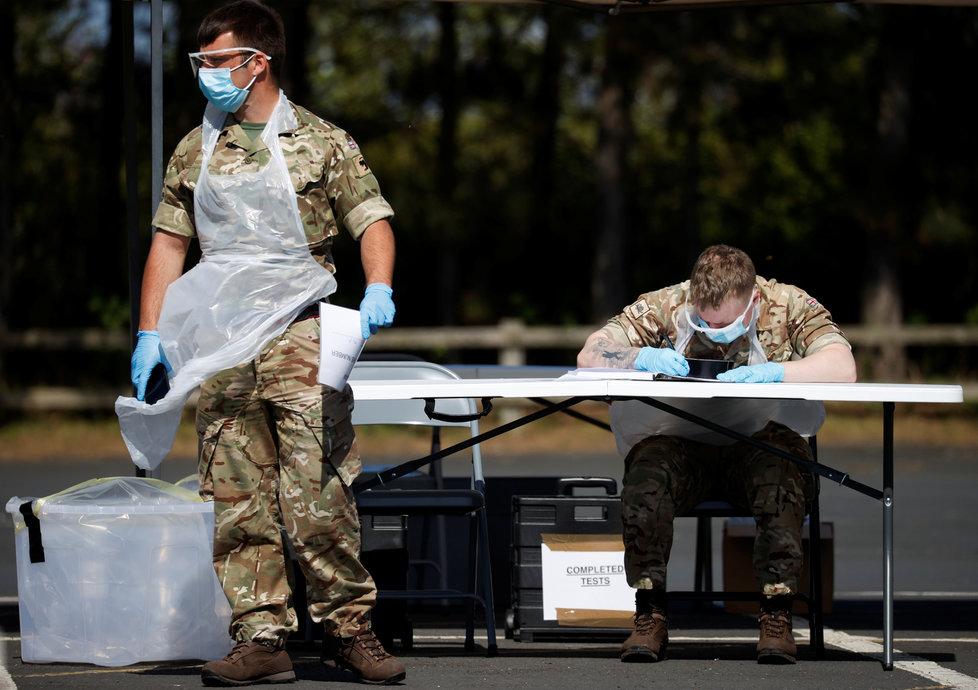 V Británii s testy na koronavirus pomáhají vojáci, (22.04.2020).