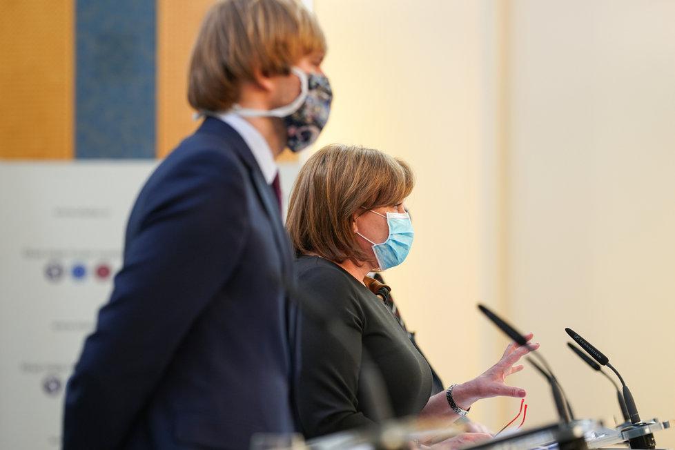 Vláda o koronaviru: Alena Schillerová a Adam Vojěch (20.4.2020)