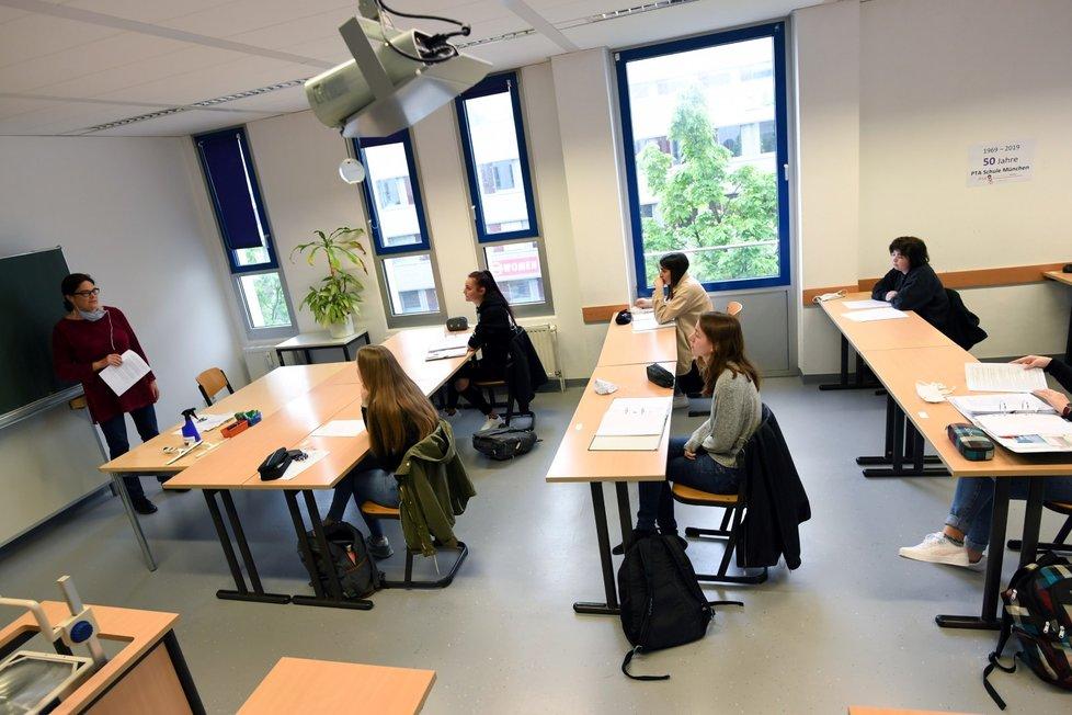 Německo během koronaviru: Snímky ze znovuotevření škol v Mnichově (27.4.2020)