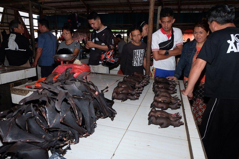 """Čina není jediná, fotografie z tohoto roku ukazují """"mokrý trh"""" v Indonésii"""
