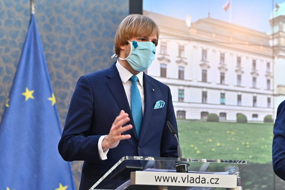 Ministr zdravotnictví Adam Vojtěch (za ANO) po jednání vlády (27.4.2020)