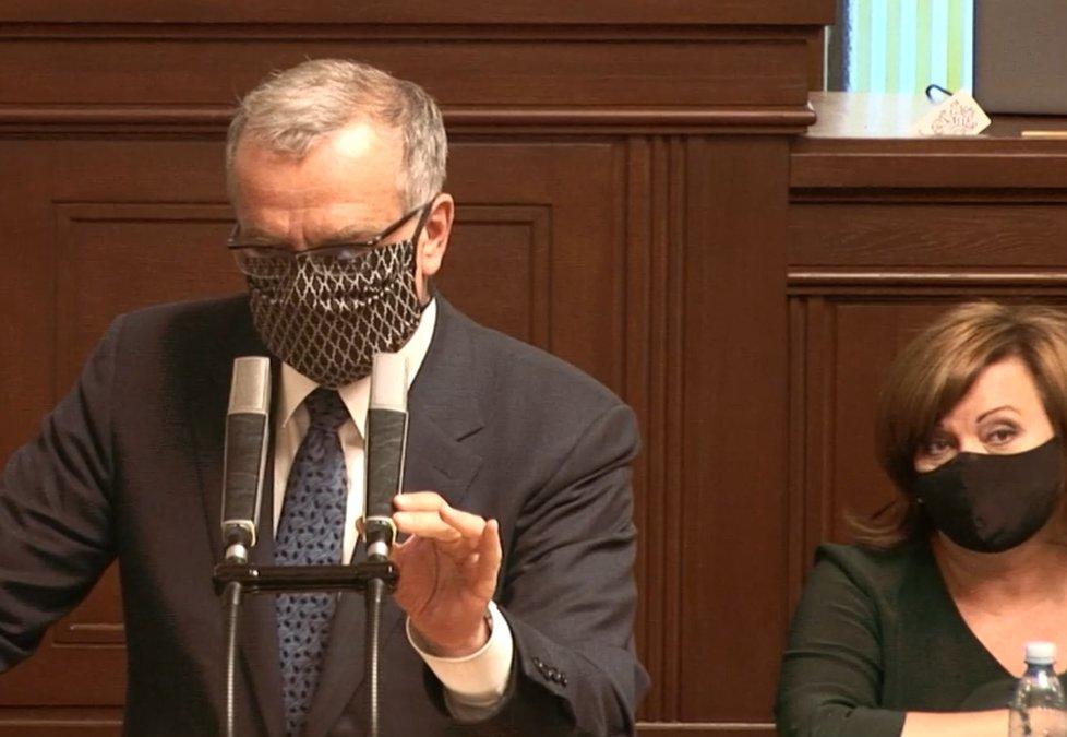 Sněmovna o koronaviru a stavu nouze: Miroslav Kalousek (TOP 09) se rozlítil kvůli amatérismu, aroganci a slovům o táhnutí za jeden provaz, sledovala to i Schillerová (za ANO) (28. 4. 2020)
