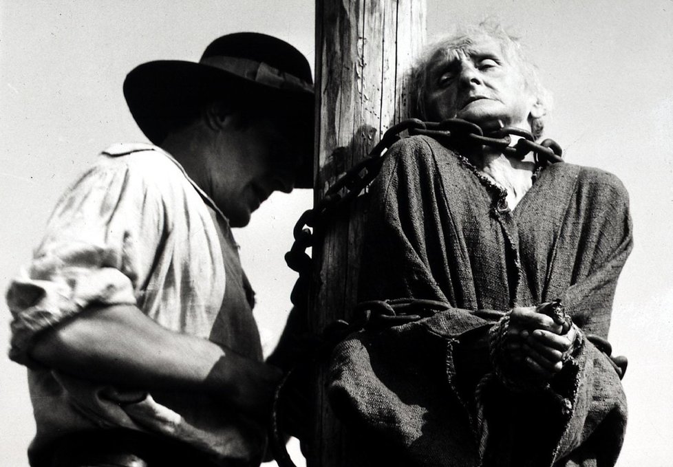 Vávrův film Kladivo na čarodějnice věrně popisuje procesy na losinském panství