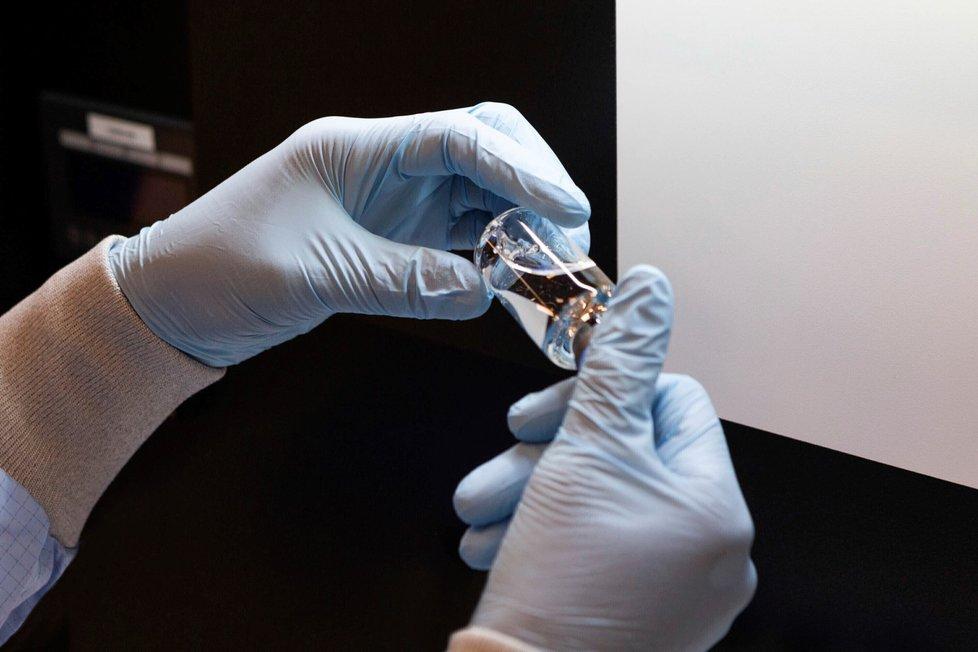 Lék remdesivir vyvíjí americká firma Gilead Sciences