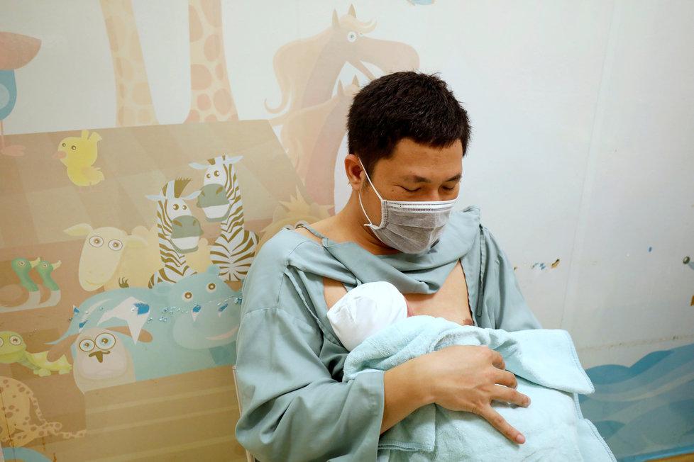 Koronavirus ve Vietnamu: Těhotenství a porod v době pandemie, (05.05.2020).