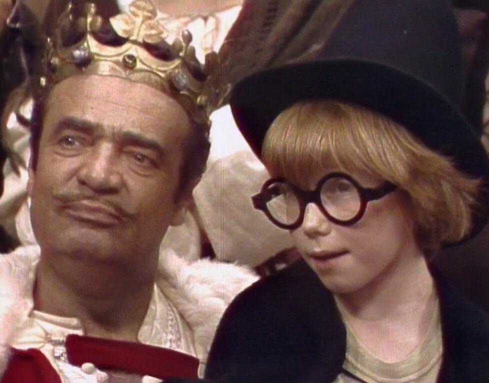 Naštěstí má král ku pomoci znalce pohádek Martina (Jan Kaněra).