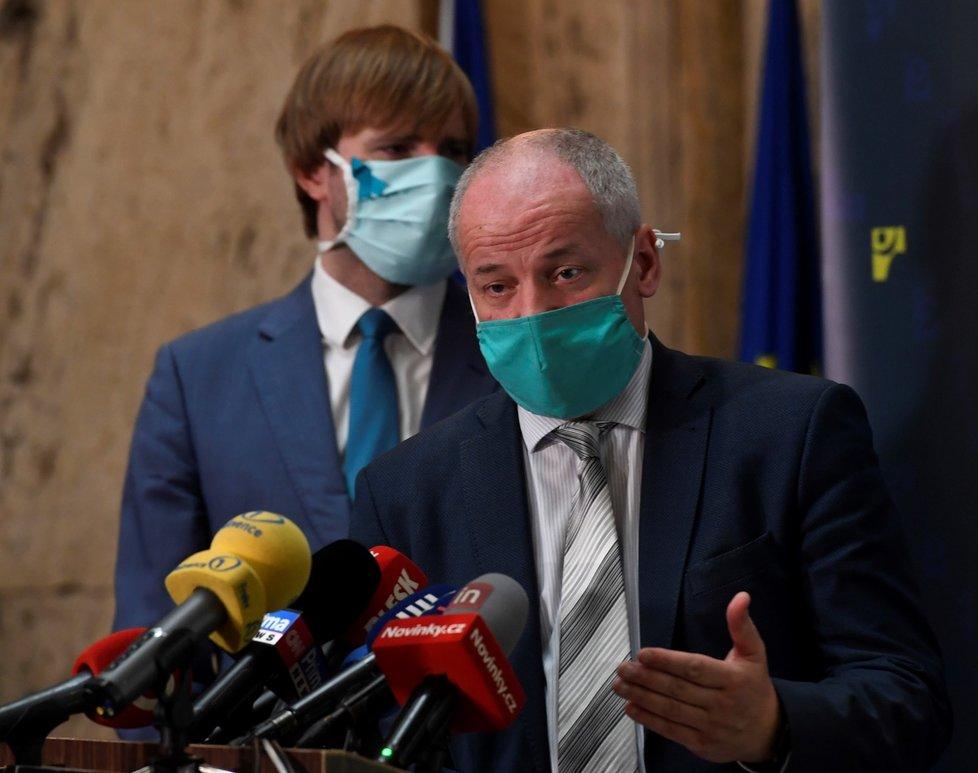 Epidemiolog Roman Prymula na tiskové konferenci k výsledkům studie testování kolektivní imunity na onemocnění covid-19. (6. května 2020)