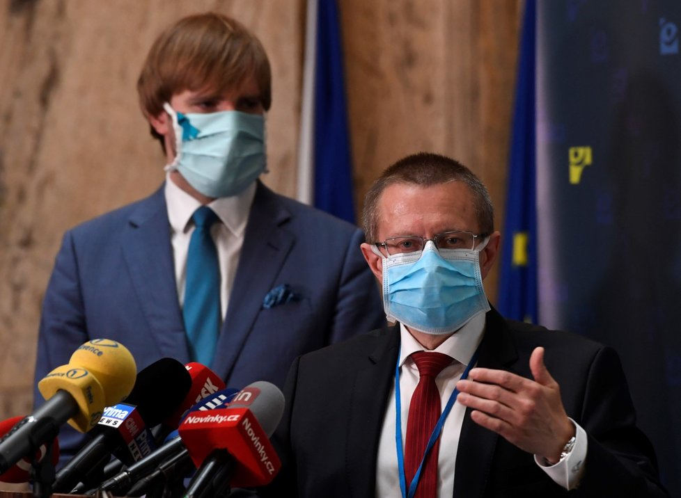 Ladislav Dušek, ředitel Ústavu zdravotnických informací a statistiky, na tiskové konferenci k výsledkům studie testování kolektivní imunity na onemocnění covid-19. (6. května 2020)