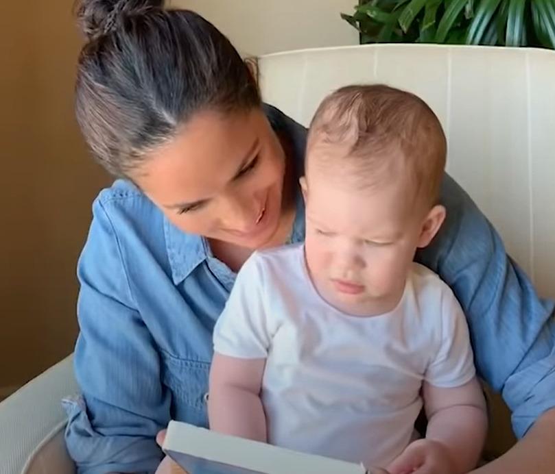 Meghan Markle ukázala Archieho a společně přečetli knížku pro děti.