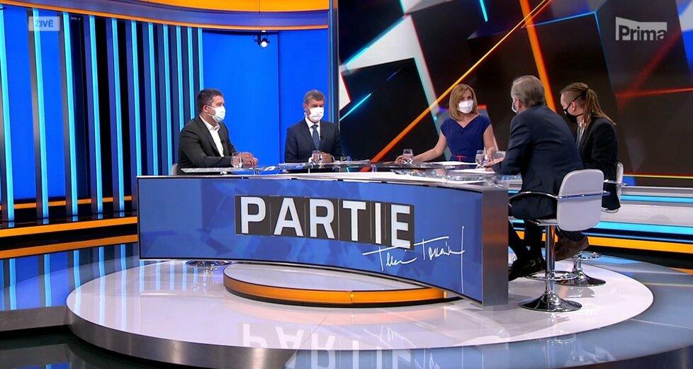 Ministr Jan Hamáček (ČSSD) a premiér Andrej Babiš (ANO) a předsedové Ivan Bartoš (Piráti) a Petr Fiala (ODS) v pořadu Partie na Primě. (10. 5. 2020)
