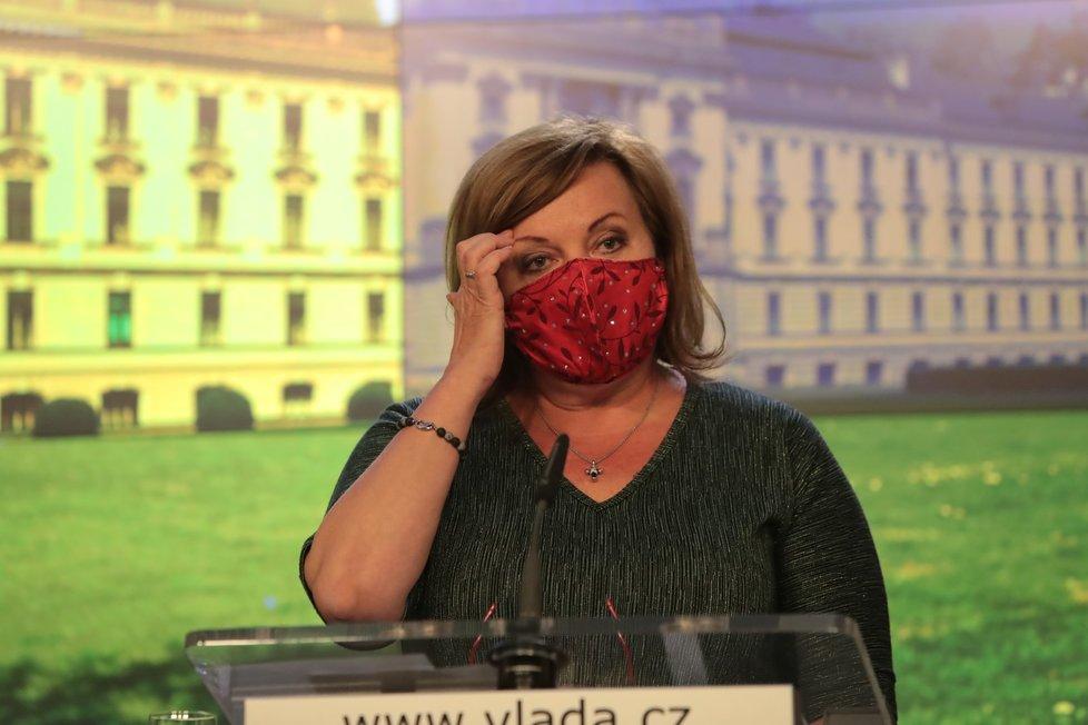 Ministryně financí Alena Schillerová (za ANO) na tiskové konferenci po jednání vlády (11.5.2020)
