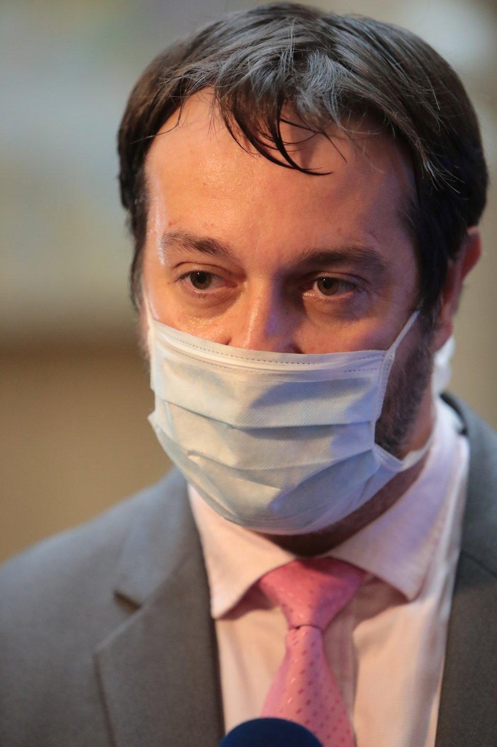 Epidemiolog Rastislav Maďar při rozhovoru pro Blesk Zprávy po tiskové konferenci na půdě ministerstva zdravotnictví (15.5.2020)