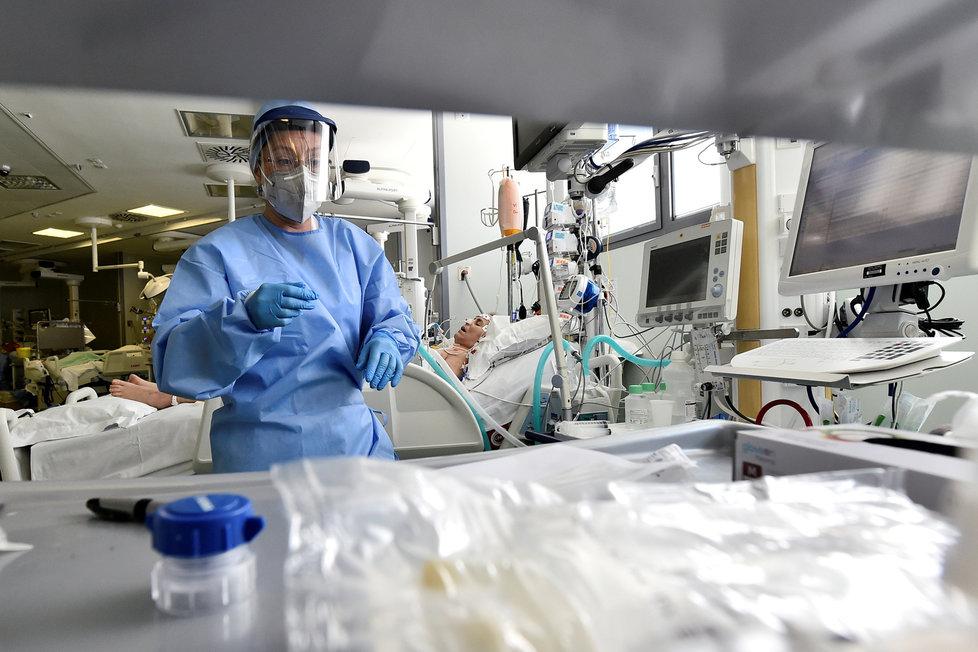I přes uvolnění restrikcí italští lékaři dál neúnavně bojují s koronavirem, (15.05.2020).