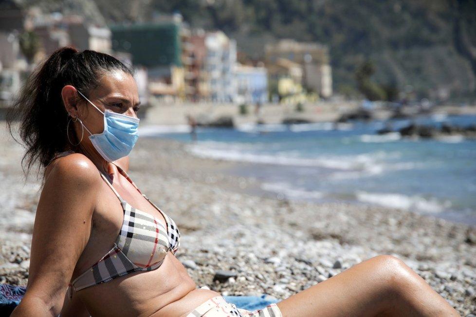 Po pandemii koronaviru rozhodli Italové o otevření pláží k 18. květnu