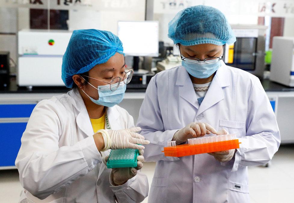 Koronavirus v Číně: Výzkum v pekingské laboratoři.
