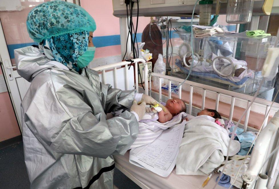 Útok v Kábulu šokoval svět: Zabity byly těhotné i rodící ženy