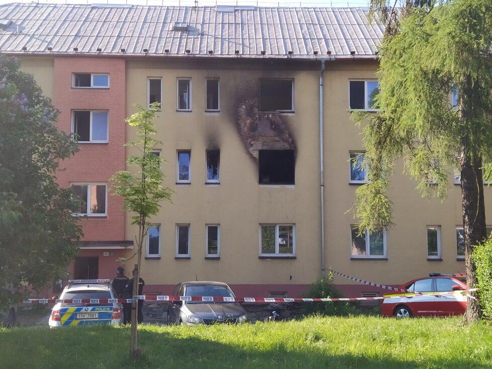 Při požáru bytu v Havířově zemřeli dva chlapci (†3 a †5), jejich sestřičku (7) zachránil soused.
