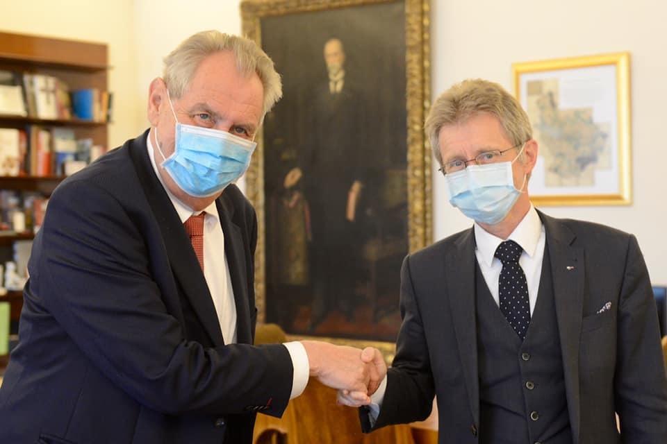 Miloš Zeman přijal na Hradě šéfa Senátu Miloše Vystrčila (ODS) (19.5.2020)