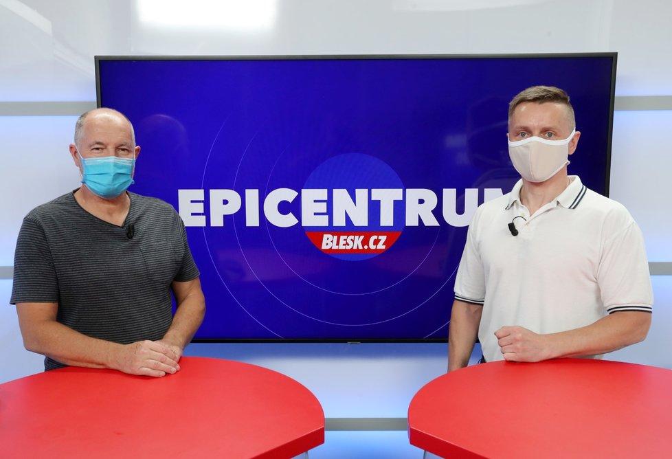 Místopředseda Asociace cestovních kanceláří Jan Papež a moderátor Bohuslav Štěpánek v Epicentru (19. 5. 2020)