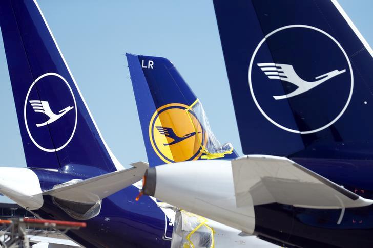 Letadla společnosti Lufthansa odstavená kvůli koronavirové krizi.