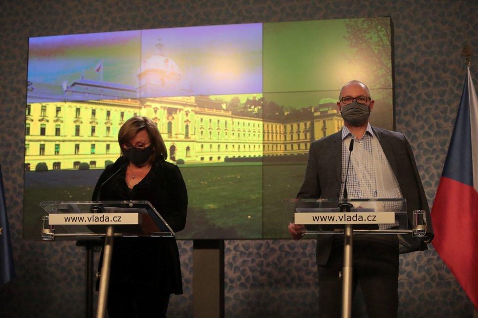 Jednání vlády o koronaviru 25. května 2020: Alena Schillerová (za ANO) a Robert Plaga (ANO)