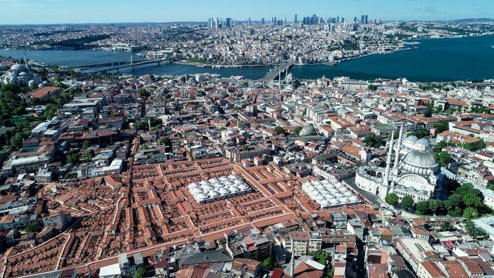 Velký bazar v tureckém Istanbulu znovu otvírá.