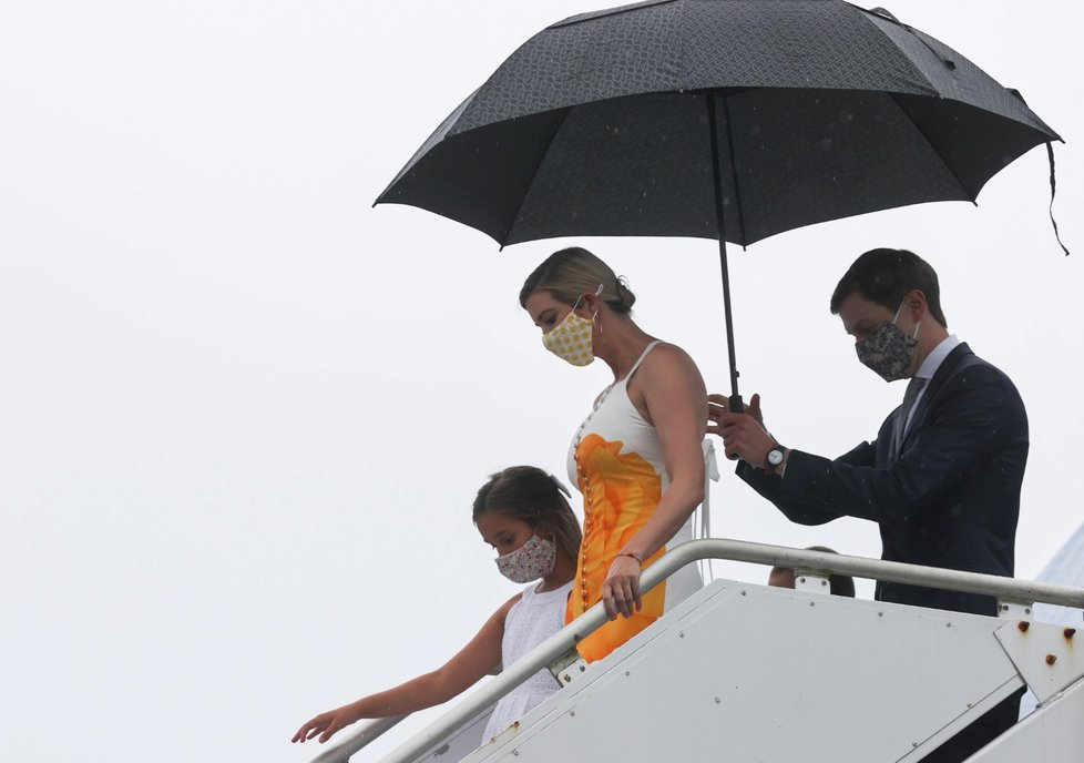 Start rakety Falcon 9 a lodi Crew Dragon: Ivanka Trumpová s dcerou Arabellou a manželem Jaredem Kushnerem (27. 5. 2020)