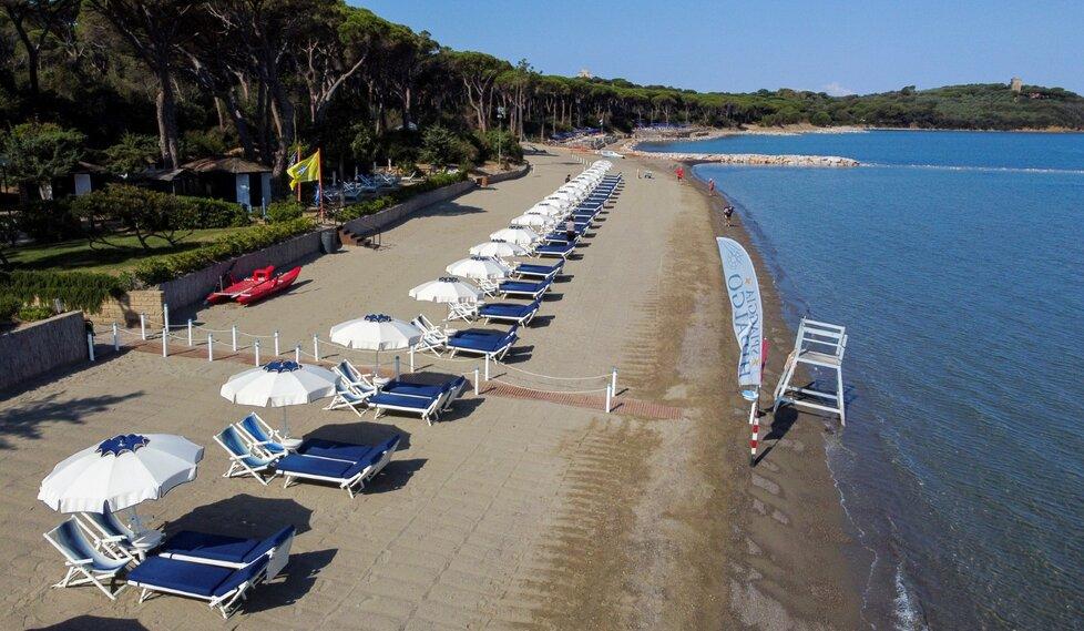 V Itálii otevírají další pláže. I na nich platí přísná opatření.
